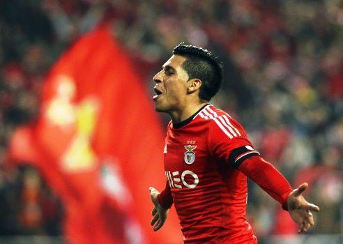 Enzo Pérez comemora um dos gols na vitória do Benfica nesta terça-feira