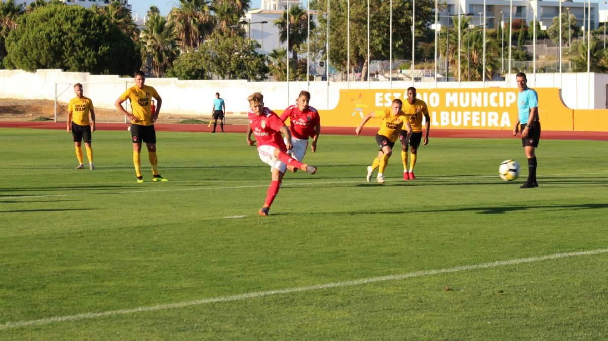 Benfica B vence ingleses do Leyton Orient por 5-4