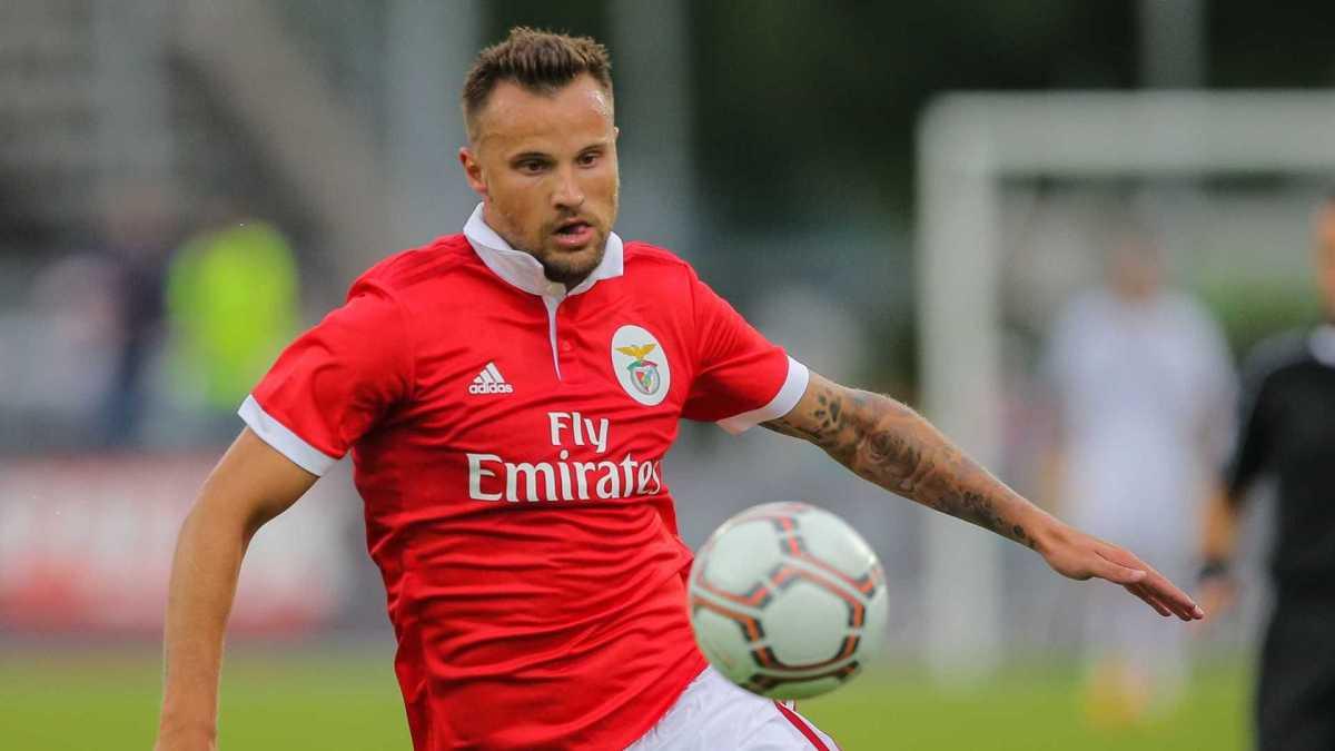 Mercado em Itália fecha hoje e Seferovic desespera por acordo entre Benfica e Udinese