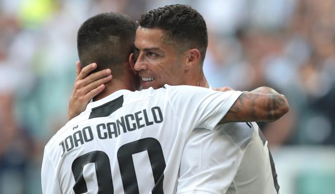 Cancelo.Ronaldo.Juventus.2018.19.690x400