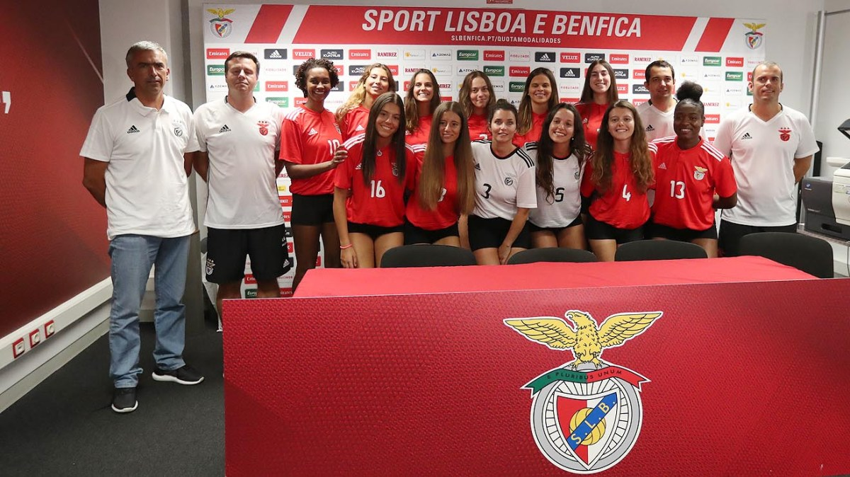 Equipa de voleibol feminino apresentada após 30 anos de interregno