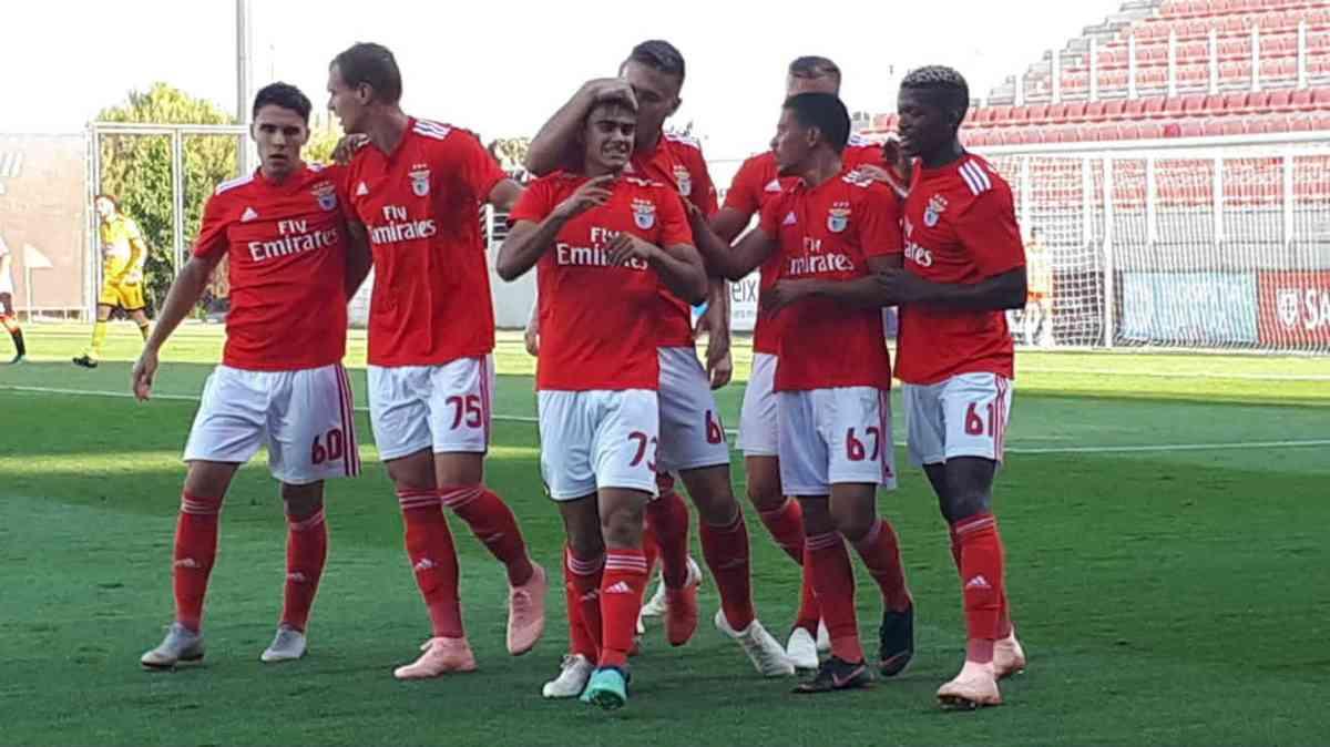 Benfica B vence Varzim no Seixal e segura liderança invicta