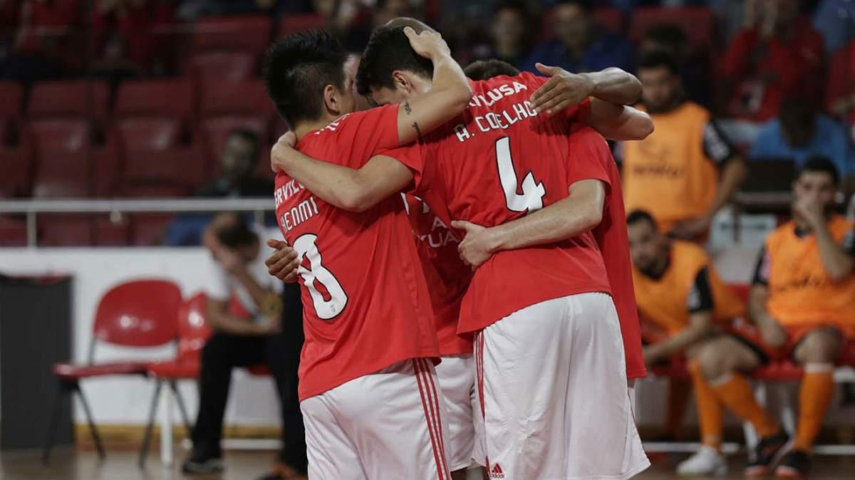 Futsal goleia Unidos Pinheirense por 14-0 e mantém liderança