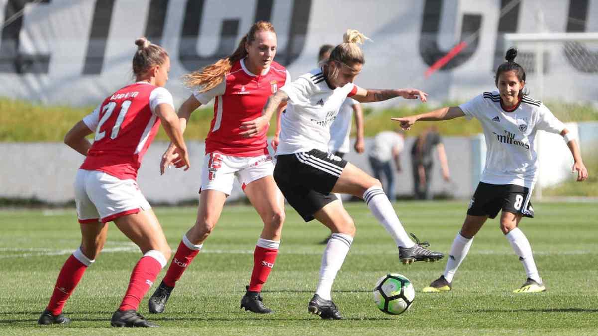 Primeira derrota no futebol feminino chega ao estilo de João Capela