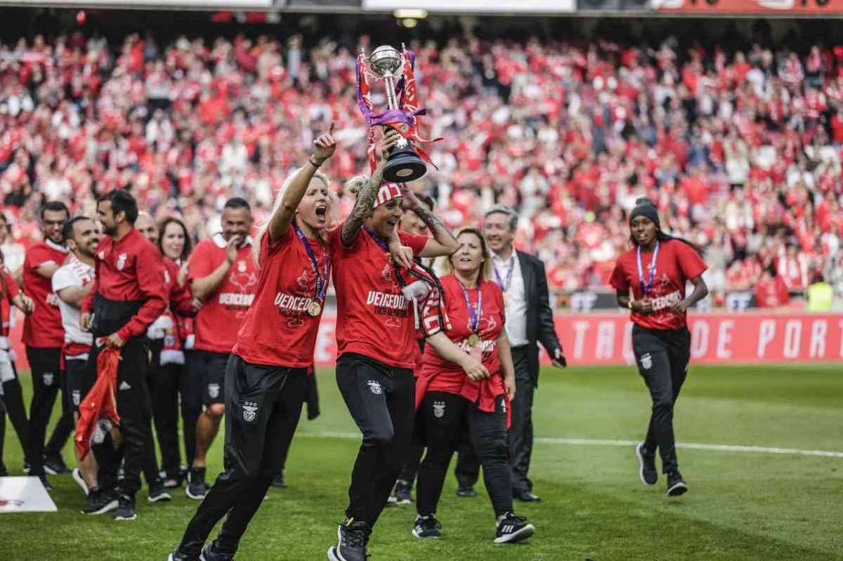 As imagens de festejos do título do futebol feminino na Luz