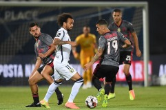 Famalicao's Fabio Martins (L) in action against Benfica´s Chiquinho during the Portuguese First League soccer match held at the municipal stadium in Vila Nova de Famalicao, Braga, Portugal, 9th July 2020. HUGO DELGADO/LUSA